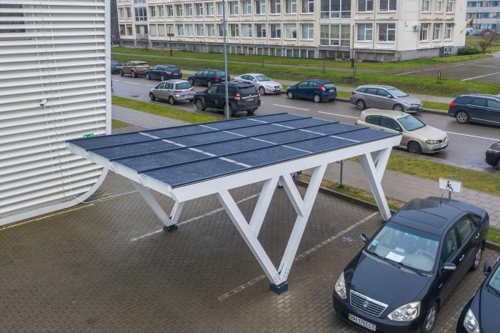 Elektromobilių entuziastams - stoginės su saulės elektrinėmis