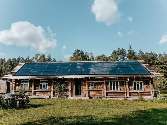 Saulės elektrinės vietoj stogo dangos